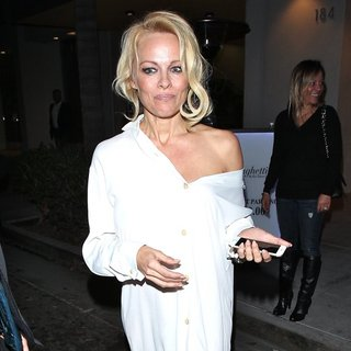 Pamela Anderson Leaves Spaghettini Restaurant - pamela-anderson-leaves-spaghettini-restaurant-02