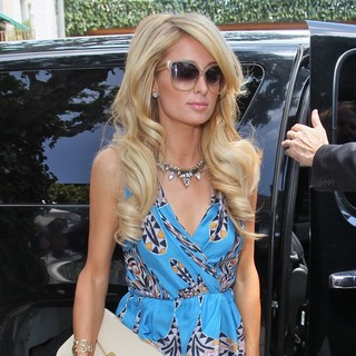 Paris Hilton - Paris Hilton Seen Arriving at The Ivy Restaurant for Lunch