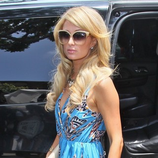 Paris Hilton in Paris Hilton Seen Arriving at The Ivy Restaurant for Lunch