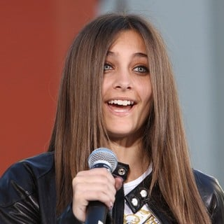 Paris Jackson in Michael Jackson's Family and Children Immortalized Their Late Father in Cement