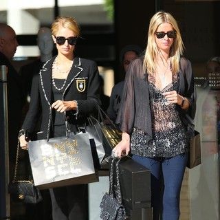Paris Hilton, Nicky Hilton in Paris Hilton and Nicky Hilton Last Minute Christmas Eve Shopping