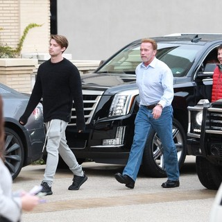 Arnold Schwarzenegger - Arnold Schwarzenegger Out Shopping with Patrick Schwarzenegger
