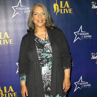 Patti Austin in The 4th Annual Holiday Christmas Tree Lighting Ceremony and The Opening of LA Kings