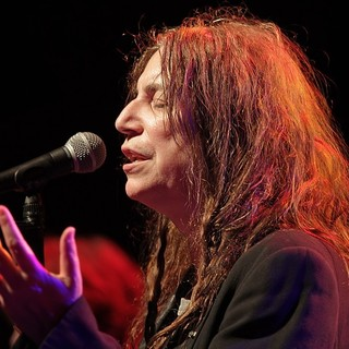 Patti Smith Performs Live