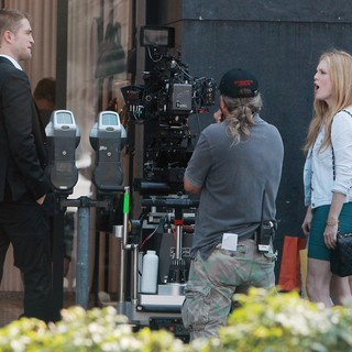 Robert Pattinson, Julianne Moore in On Set of David Cronenberg's Film Maps to the Stars