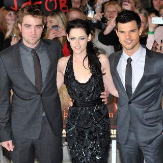 The Twilight Saga's Breaking Dawn Part I UK Film Premiere - Arrivals - pattinson-stewart-lautner-uk-premiere-breaking-dawn-1-03