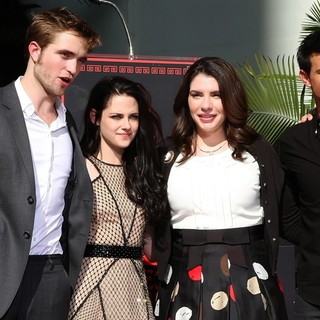Robert Pattinson, Kristen Stewart, Stephenie Meyer, Taylor Lautner in Stars of The Twilight Saga Films Are Honoured with A Hand and Footprint Ceremony
