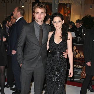 Robert Pattinson, Kristen Stewart in The Twilight Saga's Breaking Dawn Part I UK Film Premiere - Arrivals