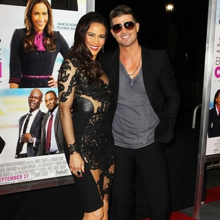 Paula Patton, Robin Thicke in Baggage Claim Premiere
