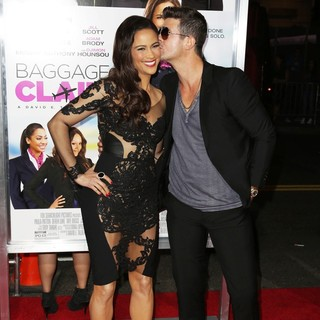 Paula Patton in Baggage Claim Premiere - patton-thicke-premiere-baggage-claim-06
