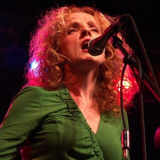 Patty Griffin Performing at The Tsunami Relief Benefit Concert From Austin to South Asia - patty-griffin-performing-01