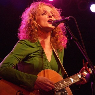 Patty Griffin Performing at The Tsunami Relief Benefit Concert From Austin to South Asia