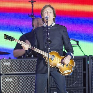 Paul McCartney in The Diamond Jubilee Concert