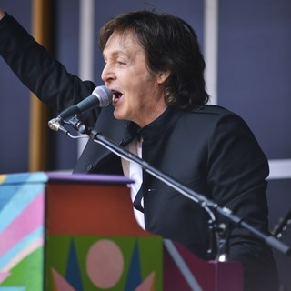 Paul McCartney - Paul McCartney Does A Popup Concert