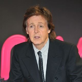 Paul McCartney - Paul McCartney Signs Copies of His Album Entitled New