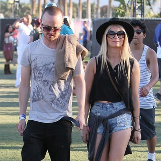 Aaron Paul, Lauren Parsekian in Celebrities at The 2012 Coachella Valley Music and Arts Festival - Day 3