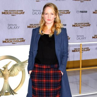 Paula Malcomson in Los Angeles Premiere of The Hunger Games: Mockingjay, Part 1 - Arrivals - paula-malcomson-premiere-mockingjay-part-1-02