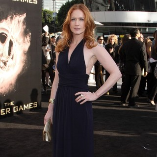 Paula Malcomson in Los Angeles Premiere of The Hunger Games - Arrivals - paula-malcomson-premiere-the-hunger-games-02