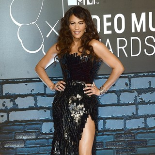 Paula Patton in 2013 MTV Video Music Awards - Arrivals - paula-patton-2013-mtv-video-music-awards-02