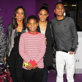 Holly Robinson Peete, Robinson Peete, Ryan Elizabeth Peete, Rodney Peete Jr in Open Road Films Justin Bieber's Believe Memoir and Concert Film Presented by Teen Vogue