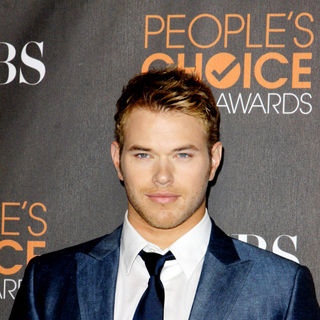 Kellan Lutz in People's Choice Awards 2010