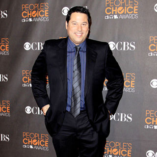 Greg Grunberg in People's Choice Awards 2010 - peoples_choice_awards_arrivals_27_wenn5412151