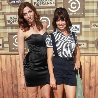 Chelsea Peretti, Natasha Leggero in Comedy Central Roast of Roseanne Barr
