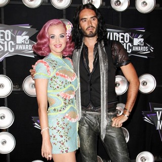 Katy Perry, Russell Brand in 2011 MTV Video Music Awards - Arrivals