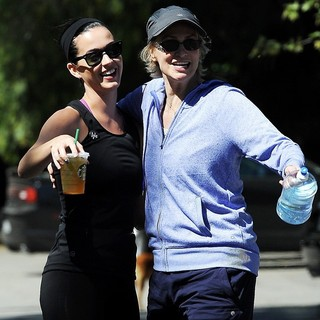 Katy Perry, Jane Lynch in Katy Perry Bumps Into Jane Lynch