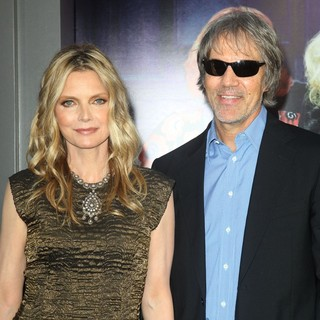 Michelle Pfeiffer in Dark Shadows Premiere - pfeiffer-kelley-premiere-dark-shadows-02