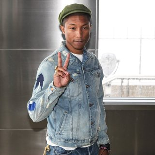 Pharrell Williams - Pharrell Williams Lights The Empire State Building in Yellow