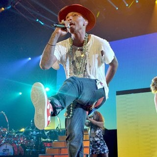 Pharrell Williams - Pharrell Williams Performs Live