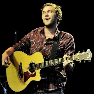 Phillip Phillips in Phillip Phillips Performs During John Mayer's Born and Raised World Tour 2013