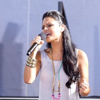 Pia Toscano - American Idol Season 10 Cast Performs on ABC's Good Morning America as Part of Their Summer Concert