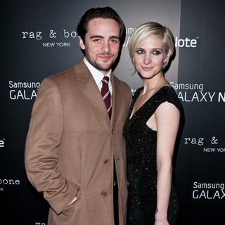 Vincent Piazza, Ashlee Simpson in Samsung and AT and T Present The Fashion: Take Note Studio Valentine's Day Event