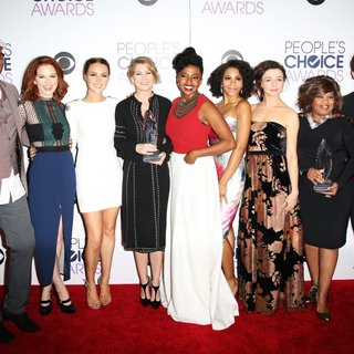 James Pickens Jr., Sarah Drew, Camilla Luddington, Ellen Pompeo, Jerrika Hinton, Kelly McCreary, Caterina Scorsone, Chandra Wilson, Justin Chambers in People's Choice Awards 2016 - Press Room