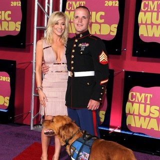 Kellie Pickler, Sgt. Sean DeBevoise in 2012 CMT Music Awards
