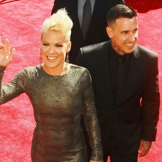 Pink, Carey Hart in 2012 MTV Video Music Awards - Arrivals