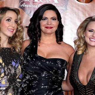 Miranda Lambert, Pistol Annies in 2011 American Country Awards - Arrivals