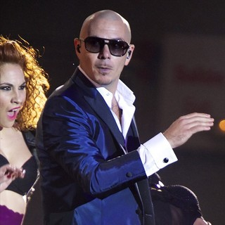 Pitbull in The 2013 40 Principales Awards - Show - pitbull-40-principales-awards-2013-show-01