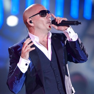 Pitbull in The 2013 40 Principales Awards - Show - pitbull-40-principales-awards-2013-show-02