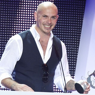 Pitbull in The 2013 40 Principales Awards - Show - pitbull-40-principales-awards-2013-show-03