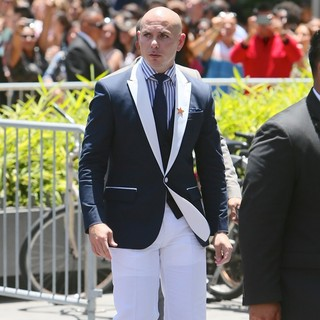 Pitbull in Jennifer Lopez Is Honoured with The 2,500th Star on The Hollywood Walk of Fame