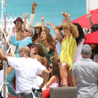 Pitbull in Jennifer Lopez Filming A TV Commercial - pitbull-lopez-filming-01