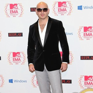 Pitbull in The MTV EMA's 2012 - Press Room - pitbull-mtv-ema-s-2012-press-room-02