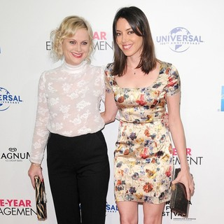 Amy Poehler, Aubrey Plaza in 2012 Tribeca Film Festival Opening Night - The Five-Year Engagement - Arrivals