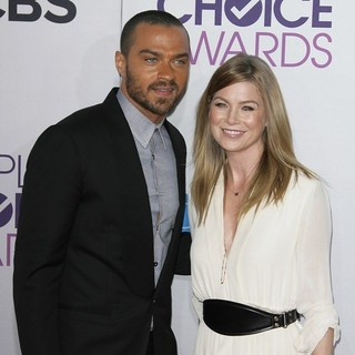 Jesse Williams, Ellen Pompeo in People's Choice Awards 2013 - Red Carpet Arrivals