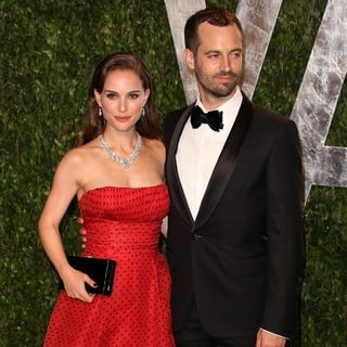 Natalie Portman in 2012 Vanity Fair Oscar Party - Arrivals - portman-millepied-2012-vanity-fair-oscar-party-01