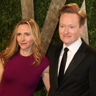 Conan O'Brien in 2013 Vanity Fair Oscar Party - Arrivals - powel-o-brien-2013-vanity-fair-oscar-party-01