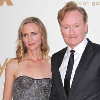 Liza Powel, Conan O'Brien in The 63rd Primetime Emmy Awards - Arrivals